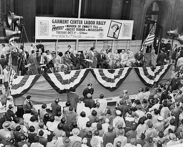 Street rally in New York City, October 11, 1955, under joint sponsorship of NAACP and District 65, Retail, Wholesale and Department Store Workers Union in protest of slaying of Emmett Till (Library of Congress). Public domain via Wikimedia Commons.