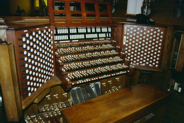 Organ Console, Holy Trinity, Buffalo, NY. Photo by Jarle Fagerheim via Wikimedia Commons.