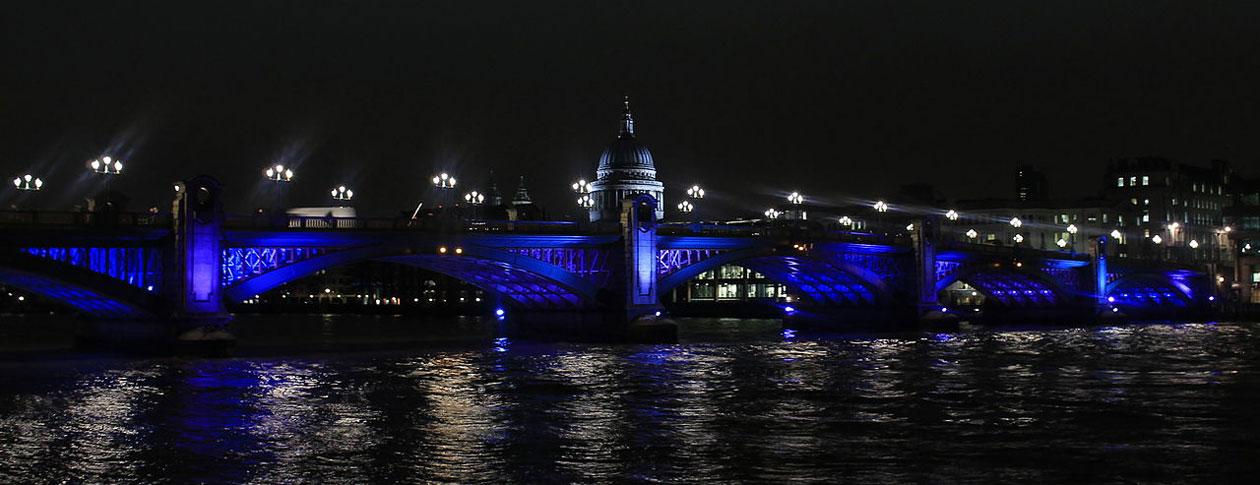 1260-Southwark_Bridge_at_night