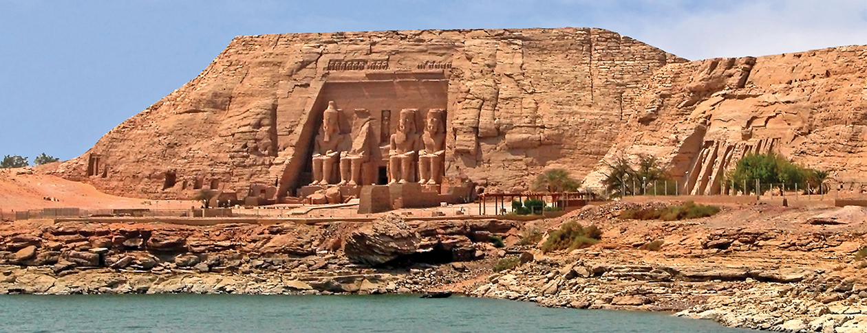 Abu Simbel by Dennis Jarvis, via Wikimedia Commons [CC BY-SA 2.0].